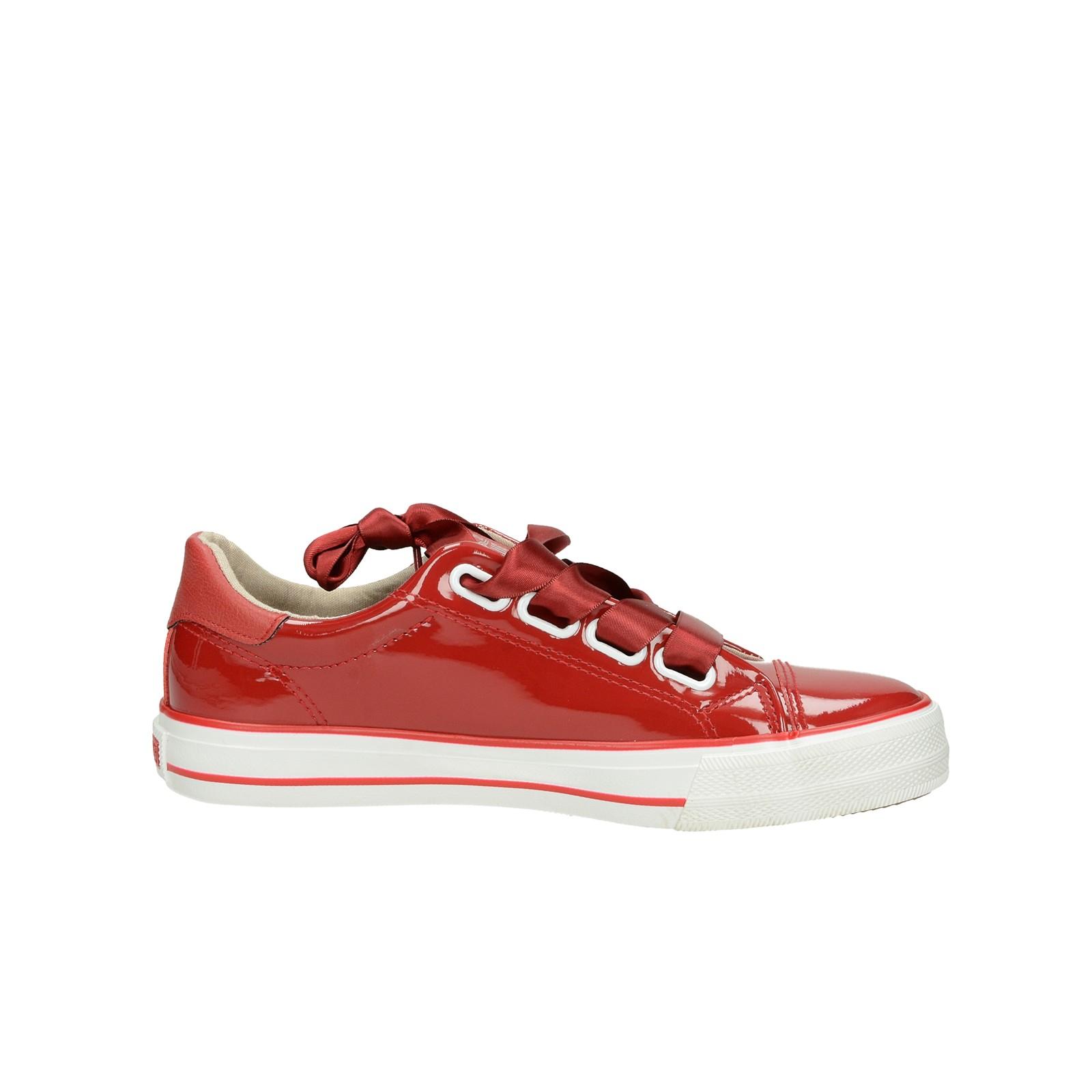 d4246aa4d673 ... Mustang dámske lesklé štýlové tenisky - červené ...