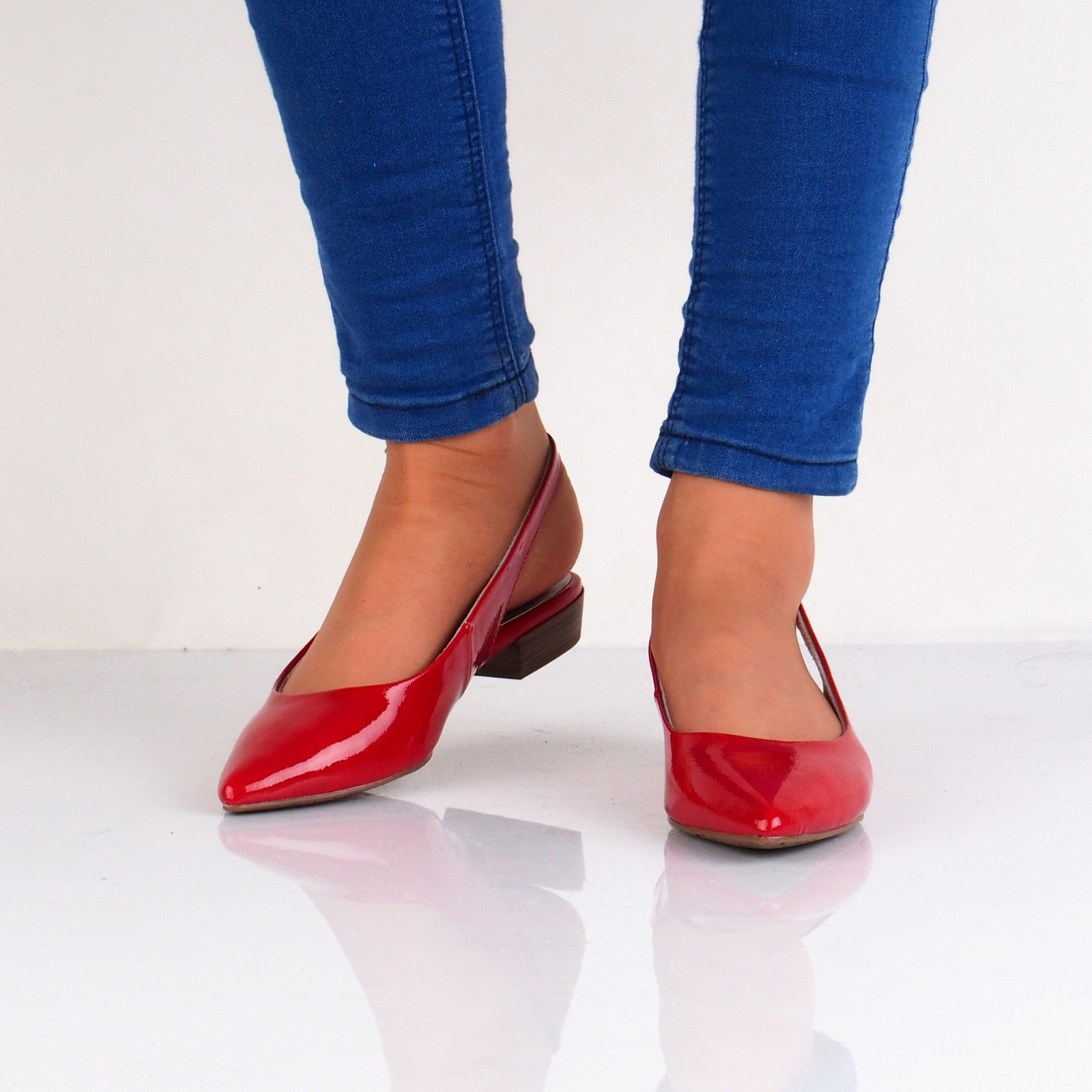 33d53ef6af Tamaris dámske lakované sandále - červené ...