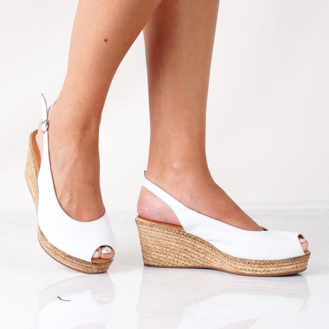 84198fb2fcd5 Marila dámske elegantné sandále na klinovej podrážke - biele ...