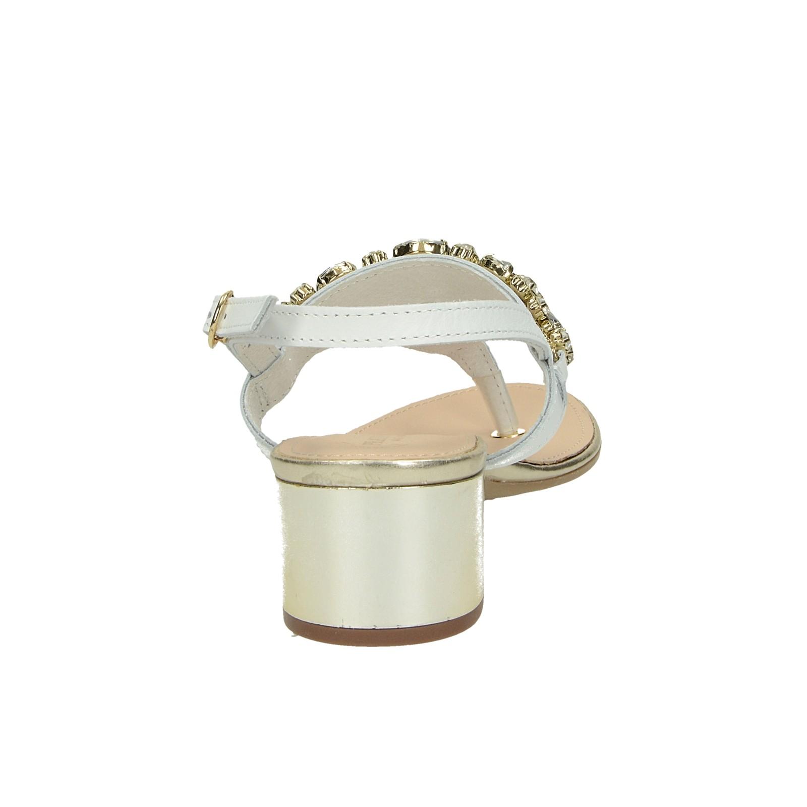7d7c862649d3 ... Prati Verdi dámske elegantné sandále s ozdobnými kamienkami - biele ...