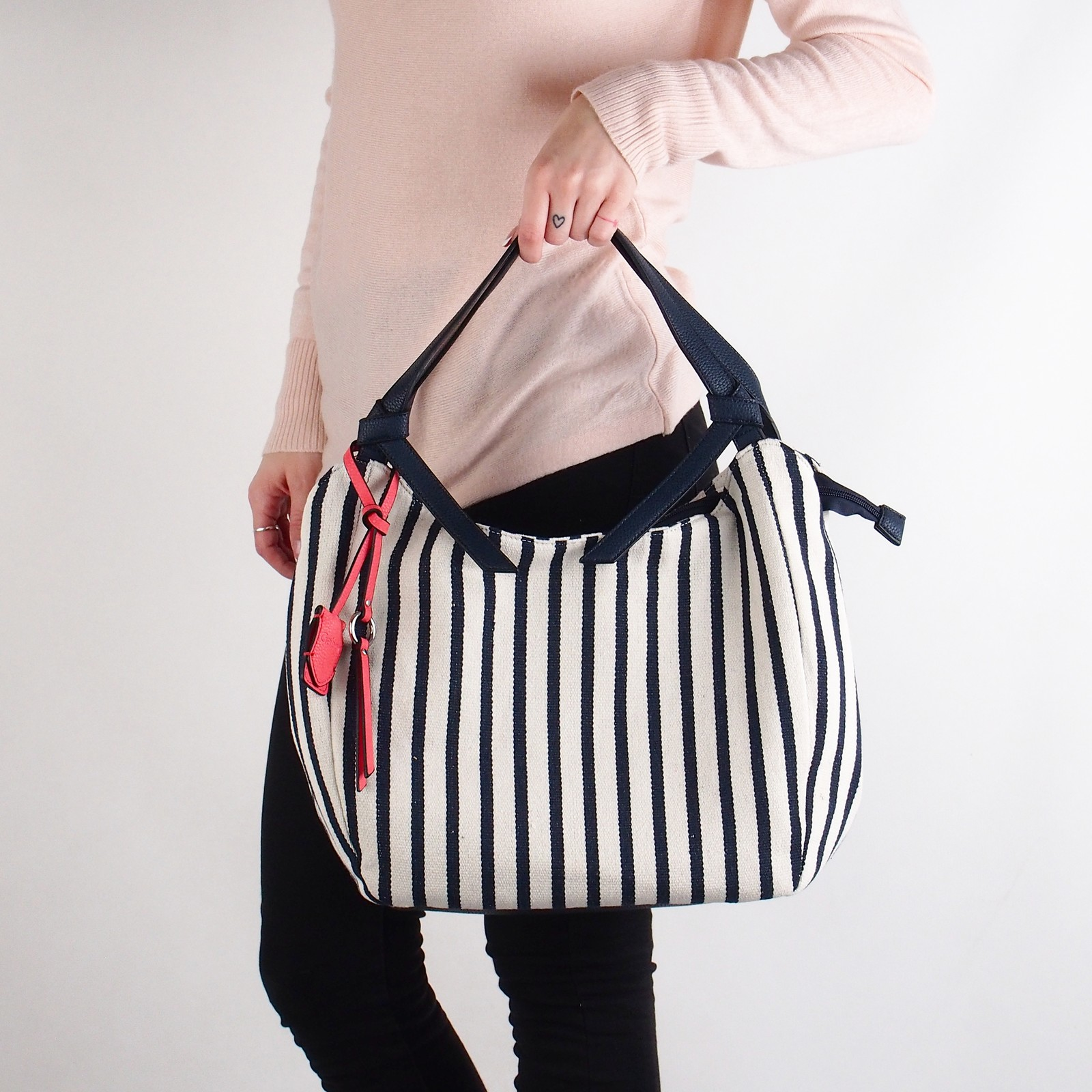 81476fcd18 Gabor dámska textilná pásikavá kabelka - modrobiela ...