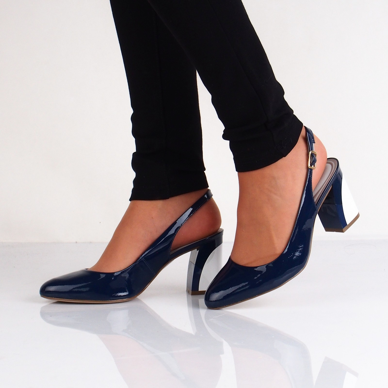 5a3037befd72 Olivia shoes dámske lakované sandále s remienkom - modré ...