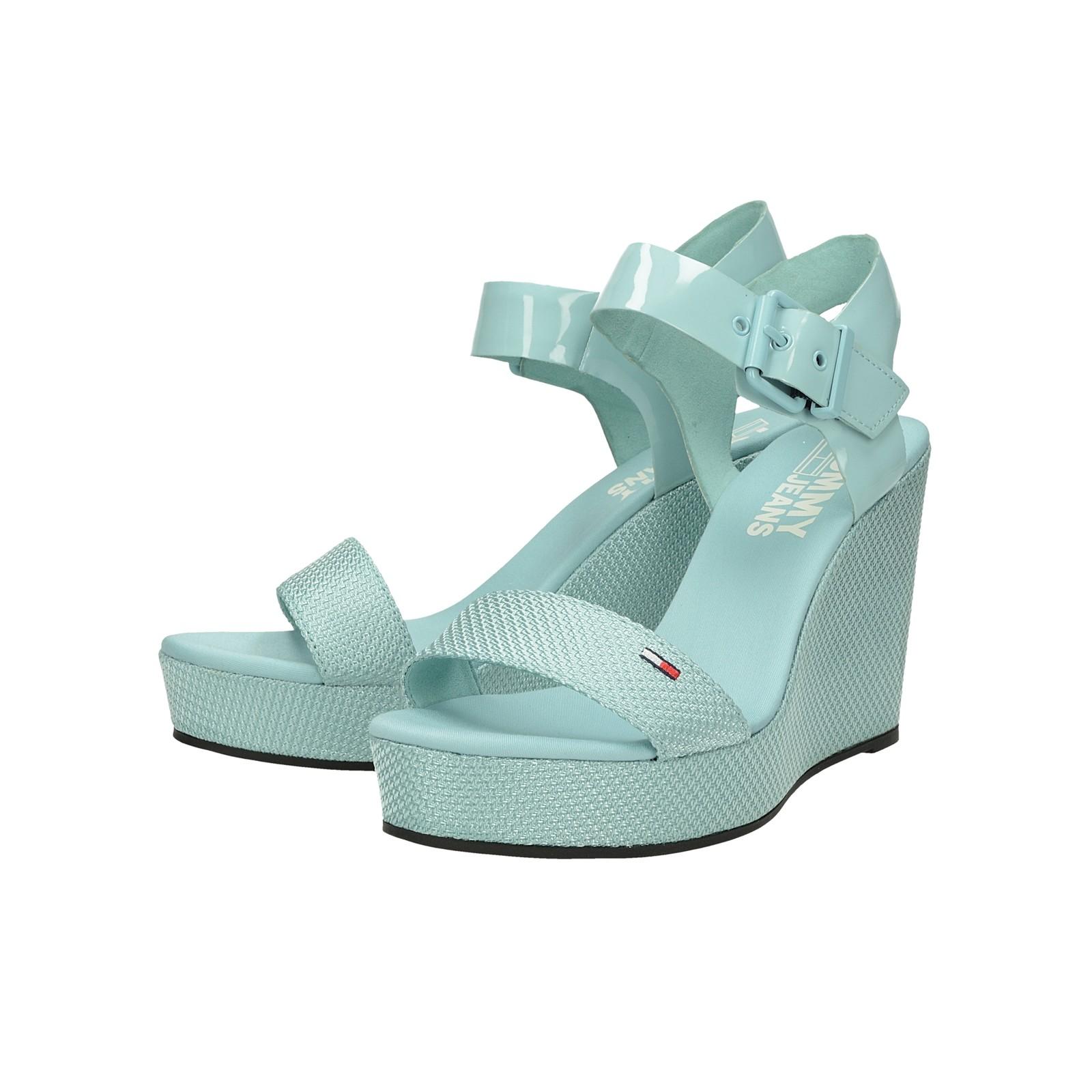 e74921ad33 Tommy Hilfiger dámske štýlové sandále na klinovej podrážke - slabomodré ...