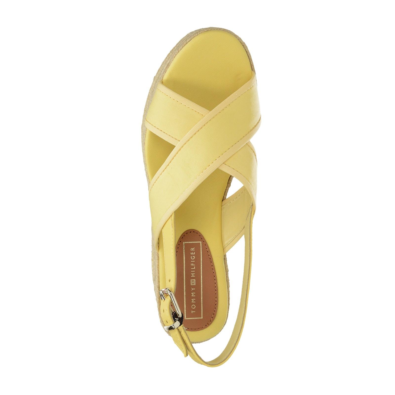 Tommy Hilfiger dámske štýlové sandále na klinovej podrážke - žlté