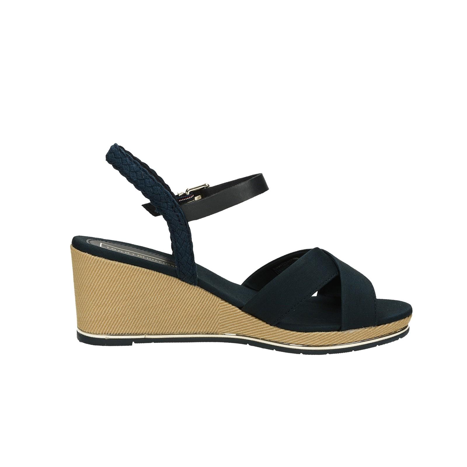 Tommy Hilfiger dámske štýlové sandále na klinovej podrážke - tmavomodré
