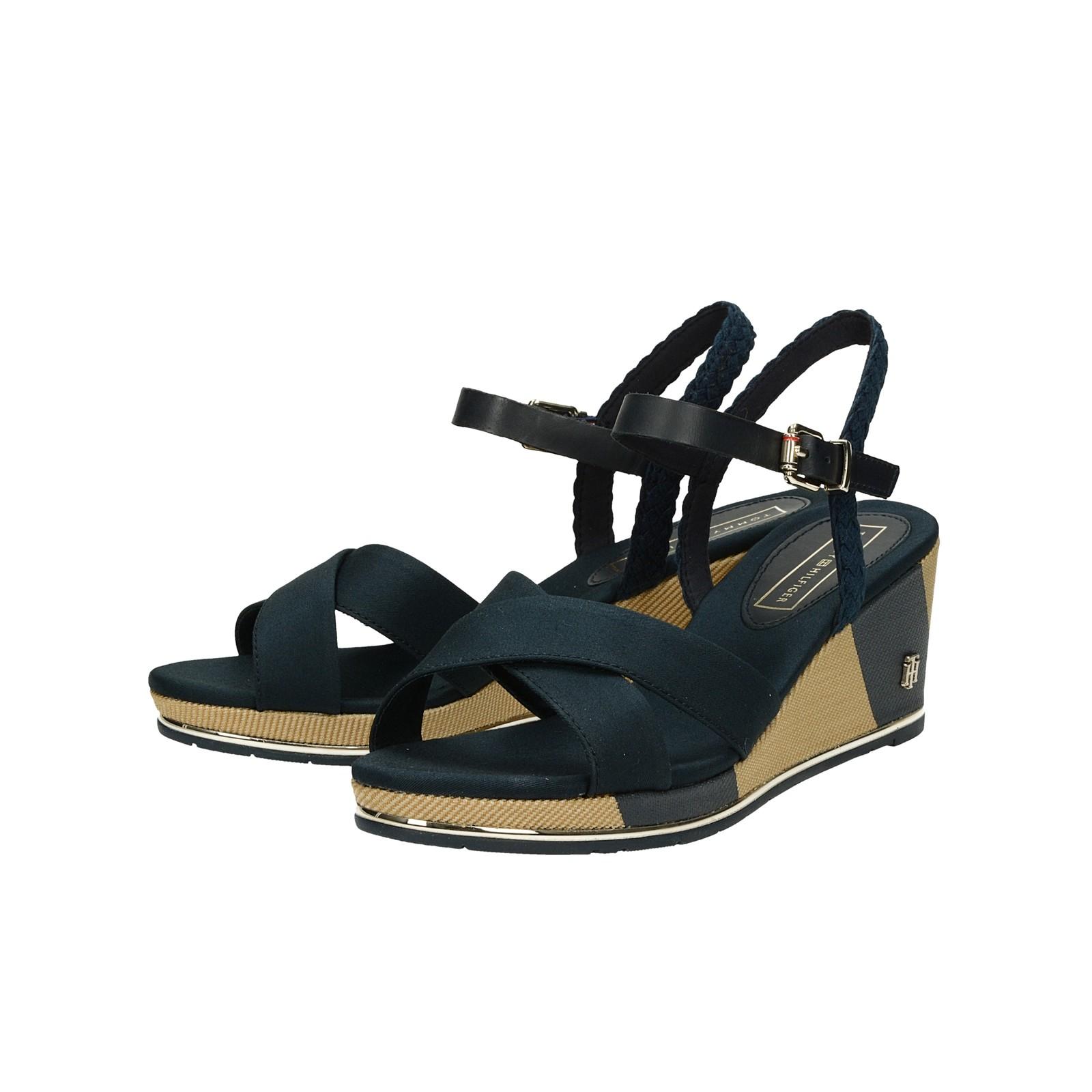 dae4955a98 Tommy Hilfiger dámske štýlové sandále na klinovej podrážke - tmavomodré ...
