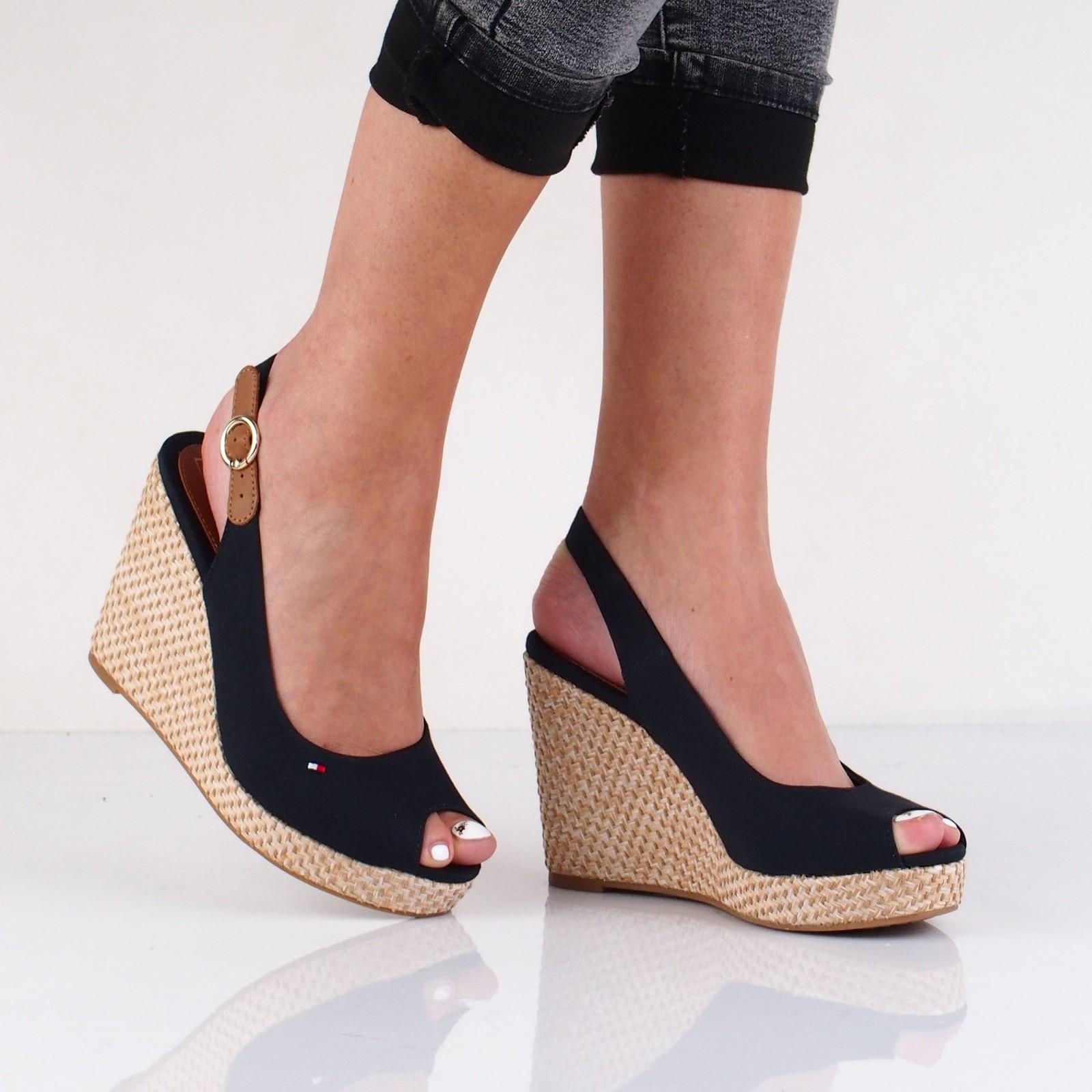 Tommy Hilfiger dámske štýlové sandále - tmavomodré