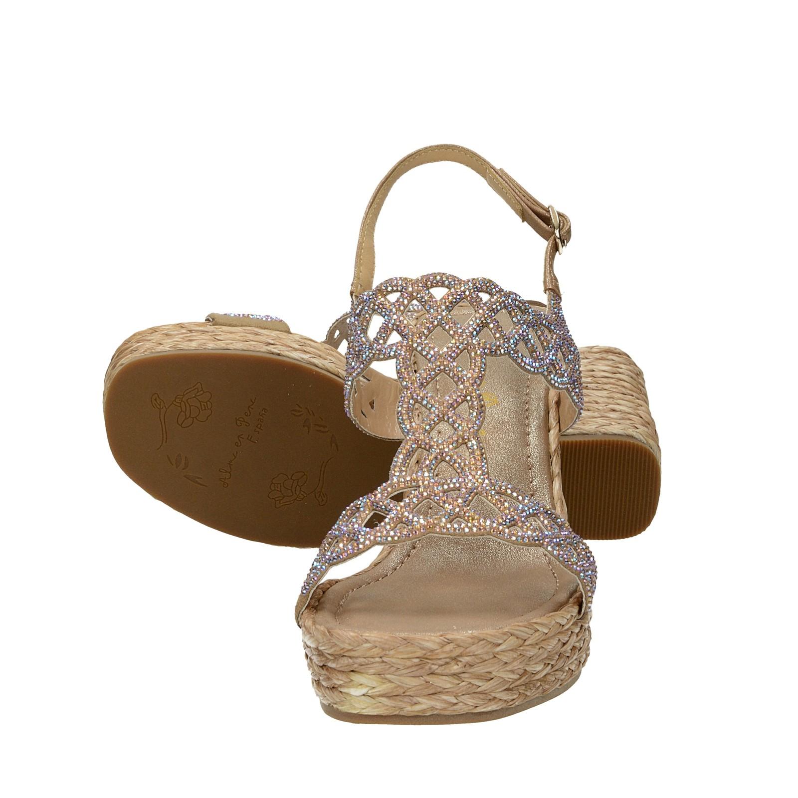 8a6d12040a6e ... Alma en Pena dámske štýlové sandále s ozdobnými kamienkami - béžové ...