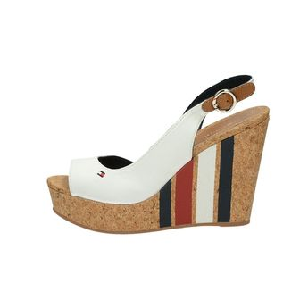 Tommy Hilfiger dámske štýlové sandále na klinovej podrážke - biele