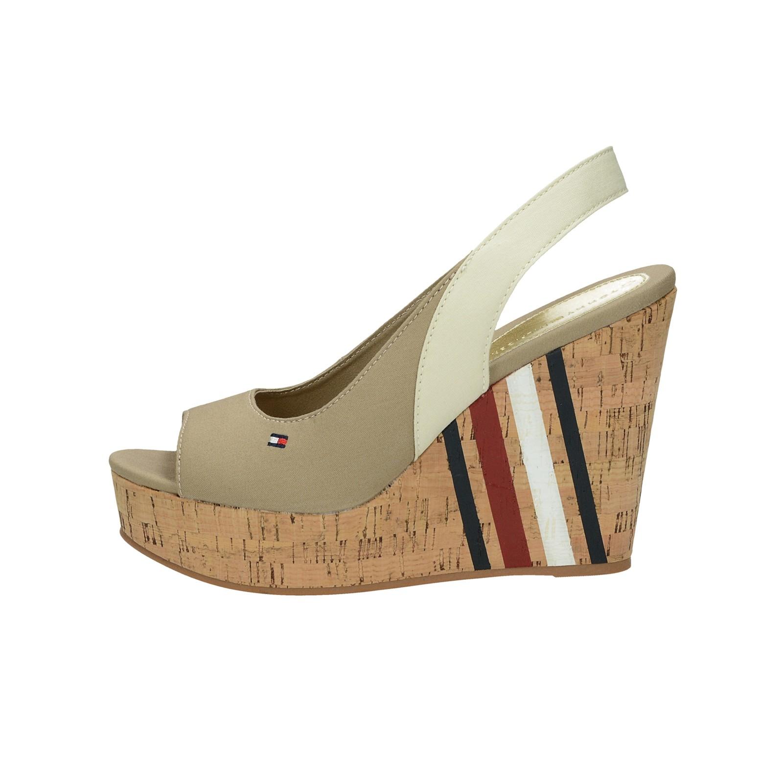 9827955561 Tommy Hilfiger dámske štýlové sandále na klinovej podrážke - béžové ...