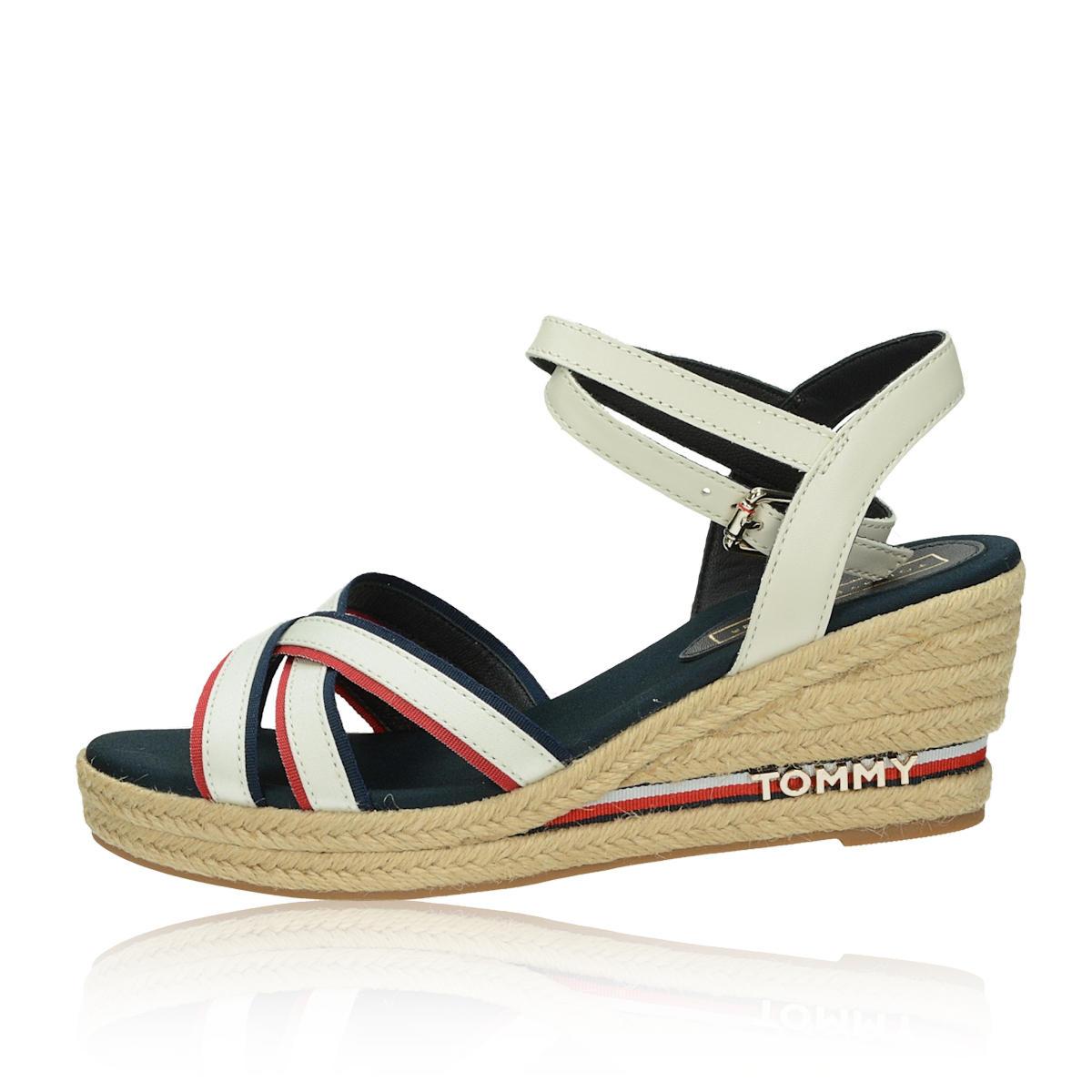 d9f2a170ee ... Tommy Hilfiger dámske štýlové sandále na klinovej podrážke - biele ...