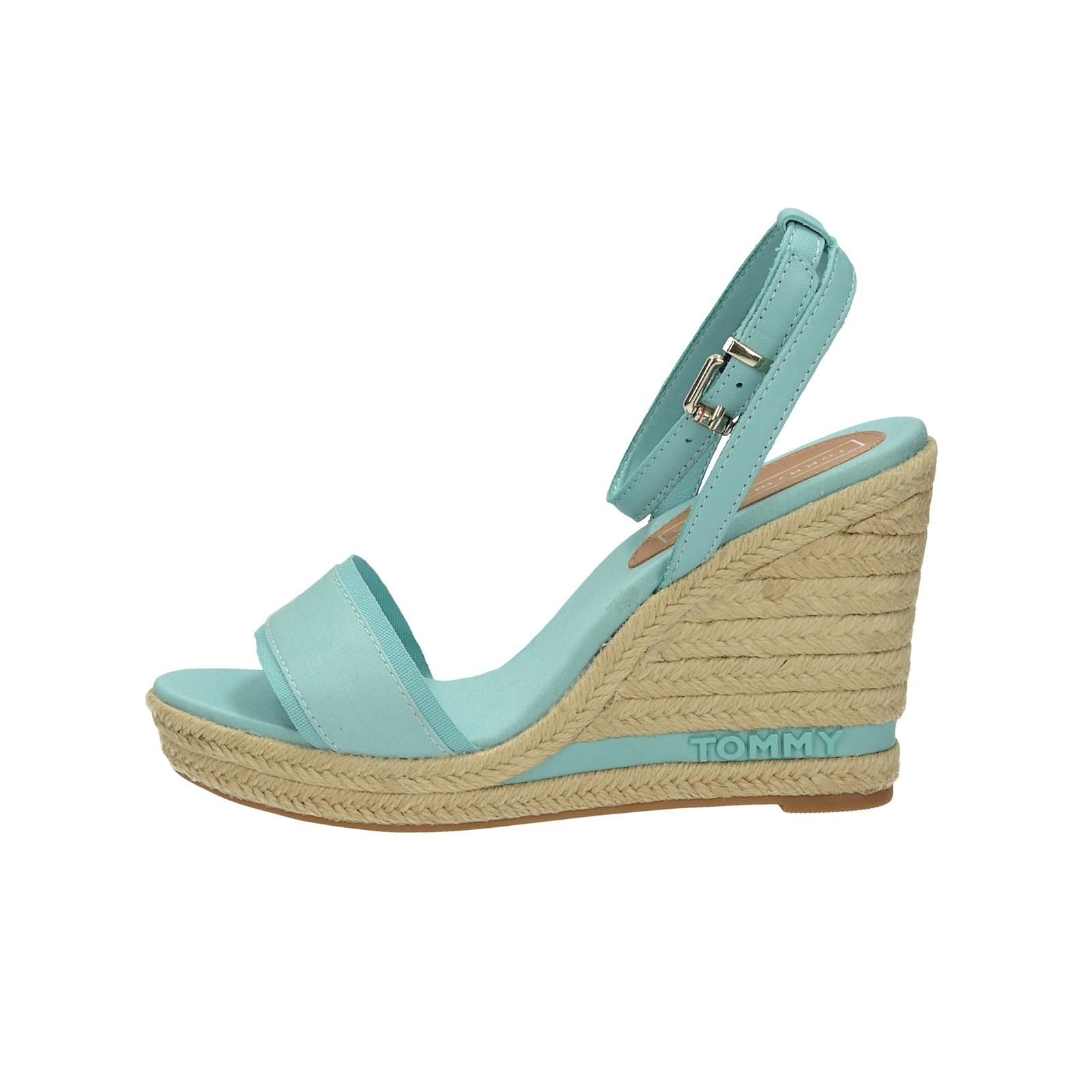 0238cc7c9b ... Tommy Hilfiger dámske štýlové sandále na klinovej podrážke - modré ...